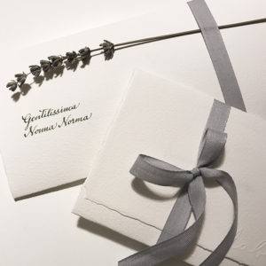 Partecipazioni-matrimonio-wedding-handmade-scrittura-a-mano-lavanda-amalfi